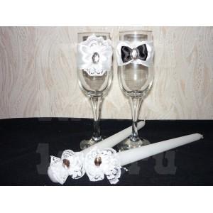 Свеча конус, удлиненная, узкая, с украшением